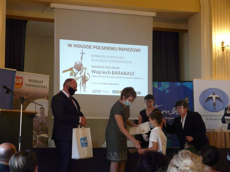 Martyna Fijał i Wojciech Barabasz laureatami konkursu plastycznego